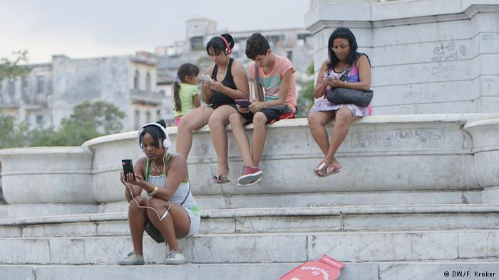 Cuban citizens can now access the Internet on smartphones