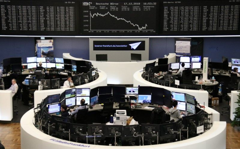 European shares dip in thin holiday trade