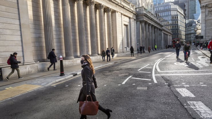 Bank of England expected to expand bond buying, but it's wait-and-see on negative rates