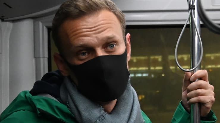 Russia detains Navalny for 30 days; Kremlin critic urges supporters to 'take to the streets'