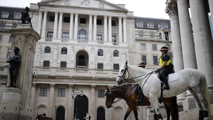 Bank of England says banks will need six months to prepare for negative rates