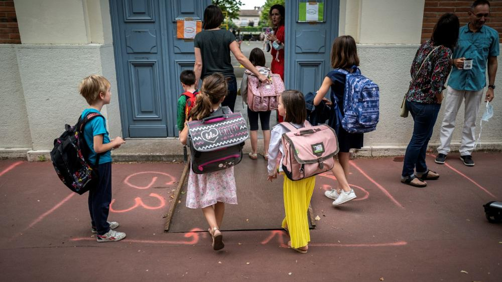 France widens COVID-19 restrictions, orders schools closed as virus cases surge